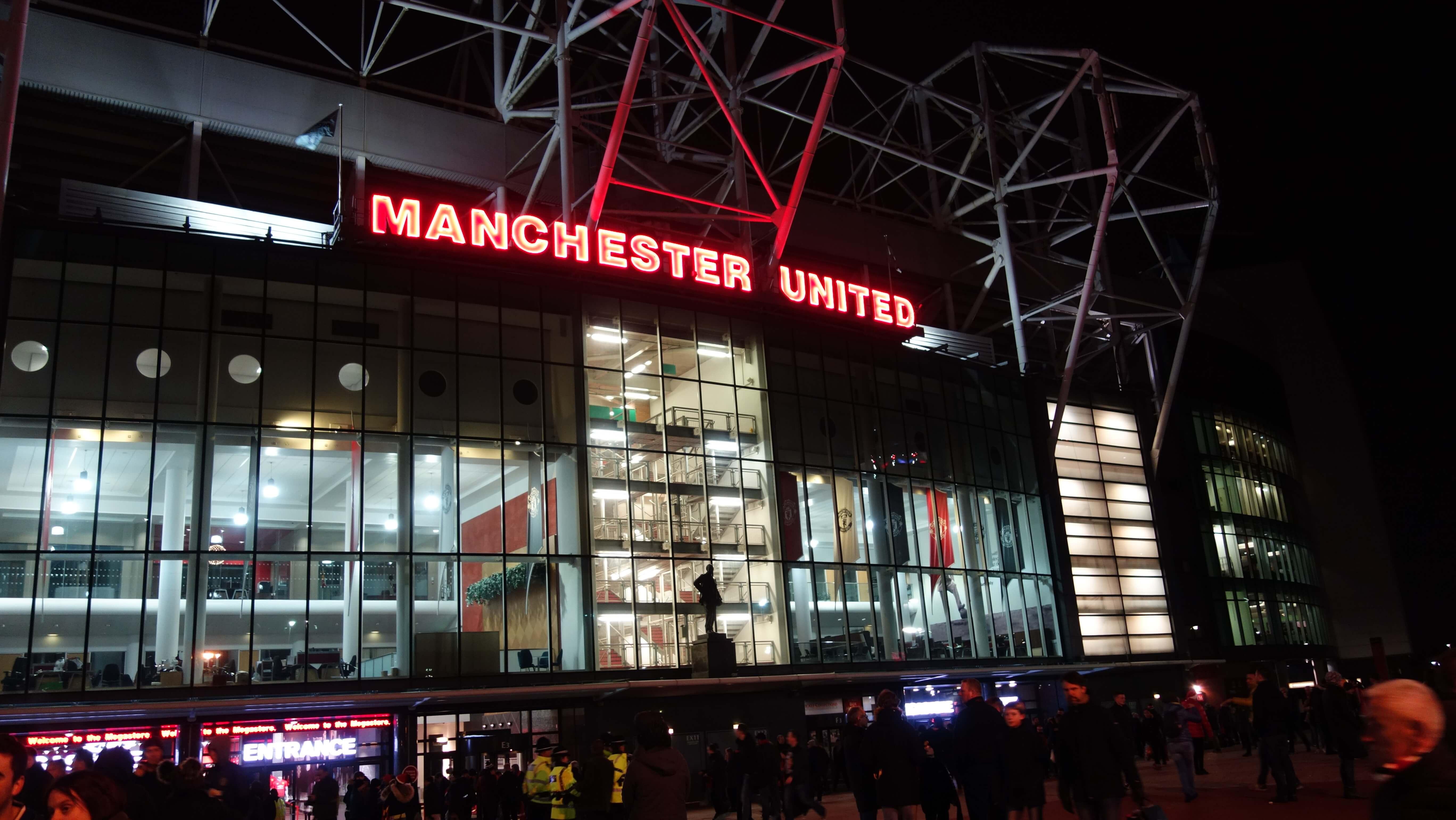 Old Trafford večer