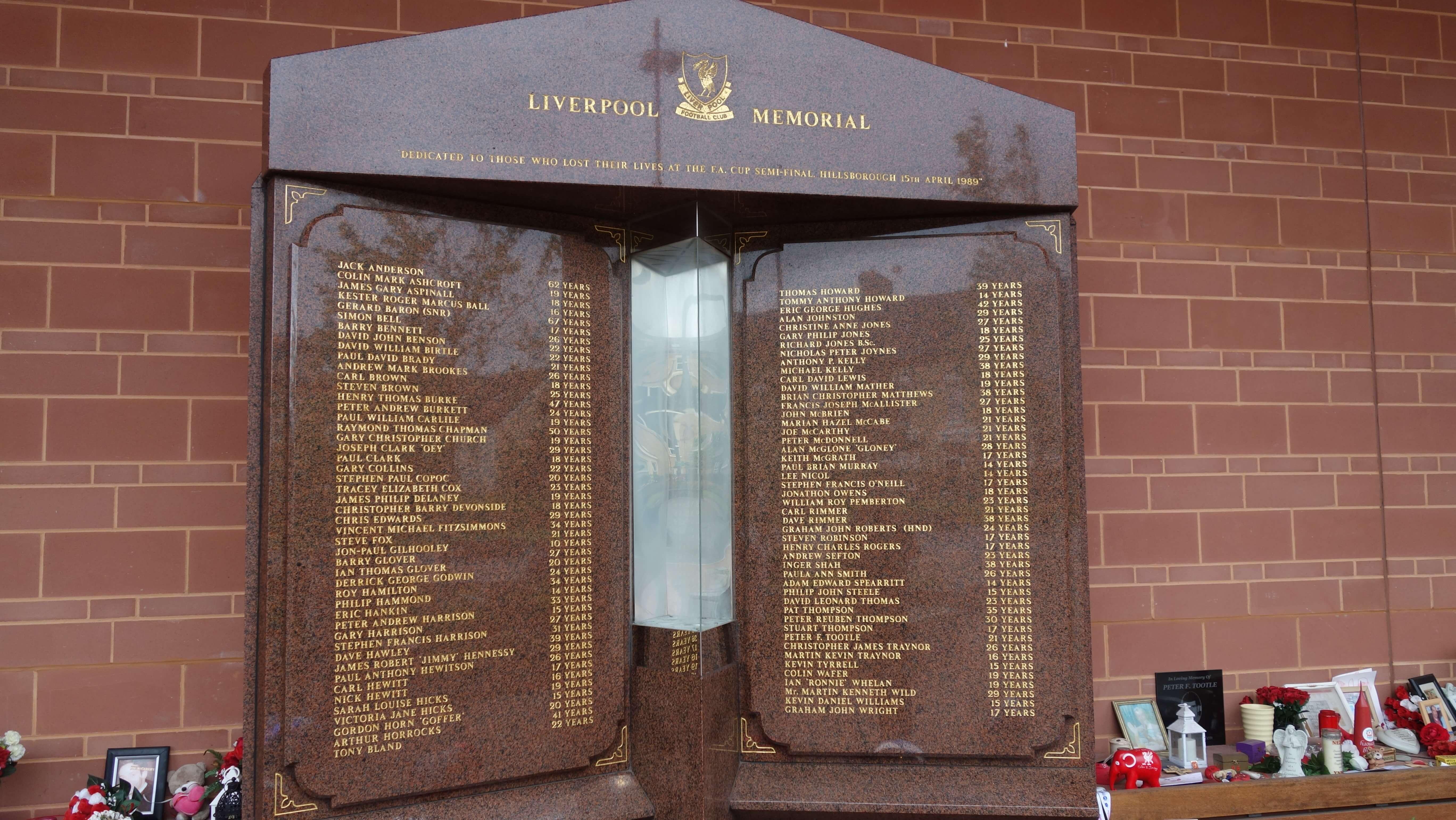 pamätník na počesť obetí v Hillsborough 1989